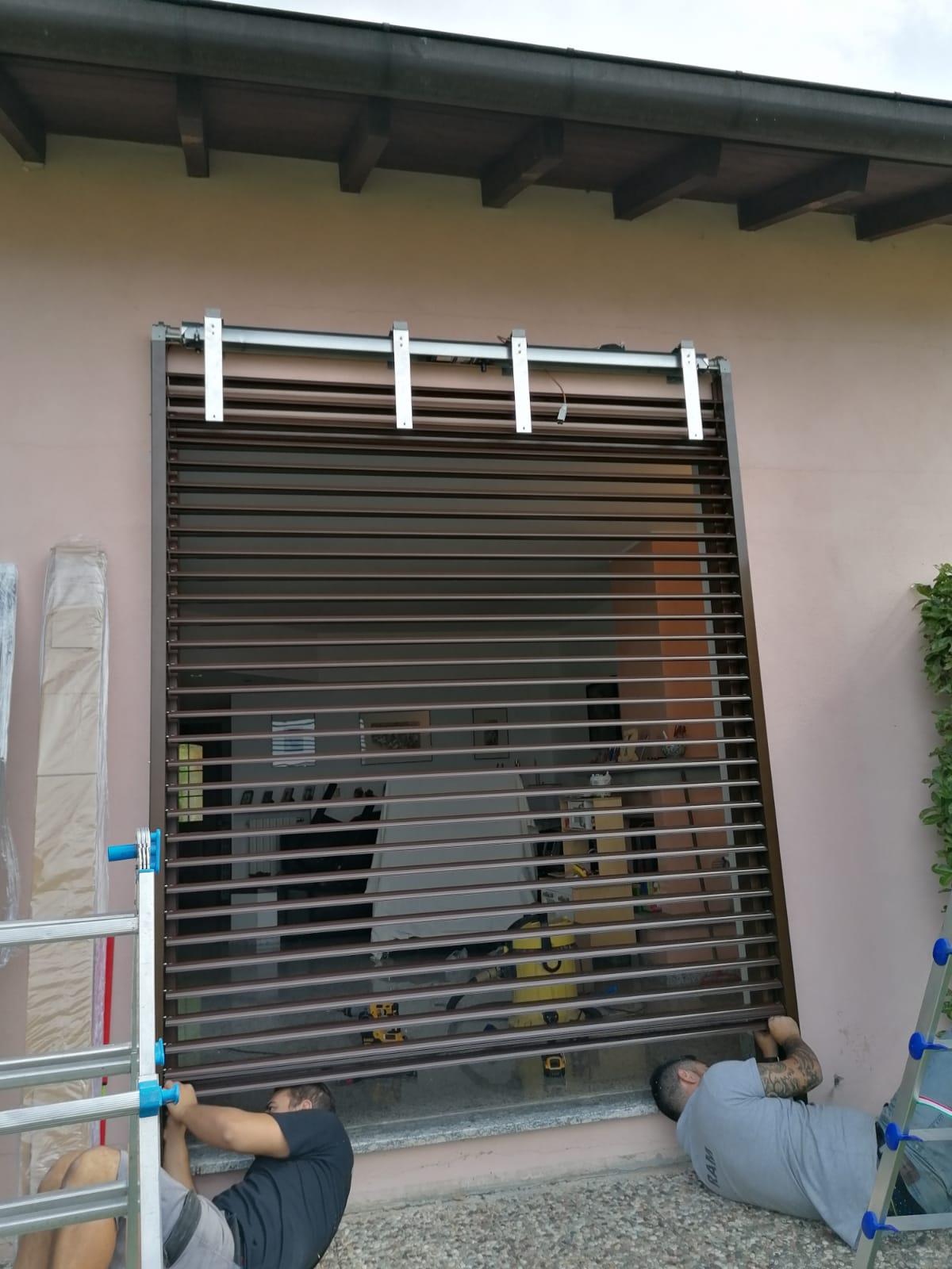 Frangisole con cassonetto esterno e vetrata fissa 5
