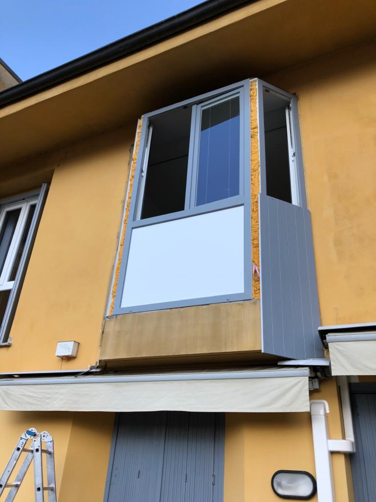 Rivestimento Bovindo e sostituzione finestre Lecco 1