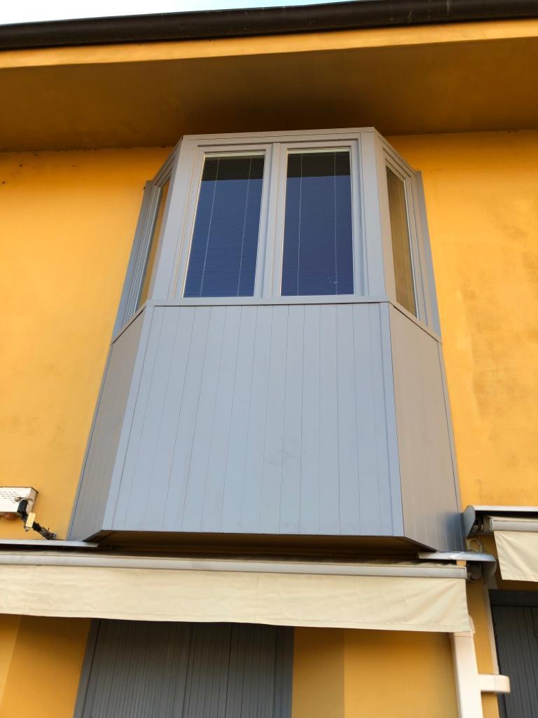 Rivestimento Bovindo e sostituzione finestre Lecco 3